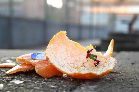 Figurine Skater in Orange Peel Bowl